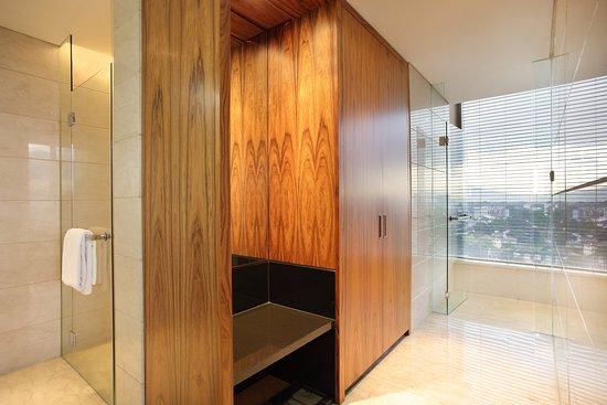 Hilton Bandung : Junior Suite - Bathroom