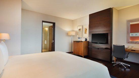Hilton Bandung : Junior Suite - Interior View