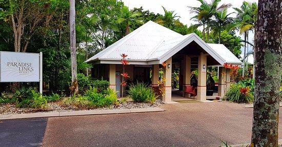 Paradise Links Resort Port Douglas: Entrance and reception area