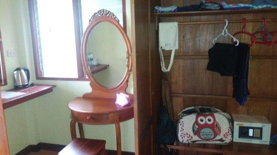 Lipa Noi, Thaïlande : Separate room for dressing in/wardrobe area