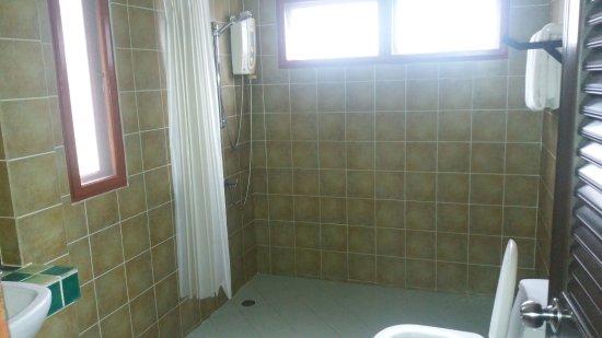 Lipa Noi, Thaïlande : Large bathroom