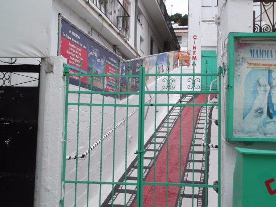 Open Air Cinema : cinema's gate