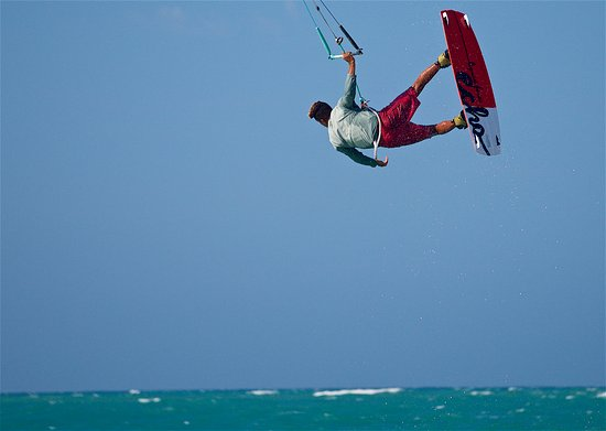 Cabarete, República Dominicana: Learn the art of flying in one of the 10 top beaches in the word for kitesurfing, visit AGK
