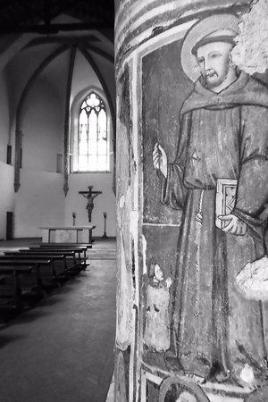 Narni, Italien: colonna particolare interno chiesa