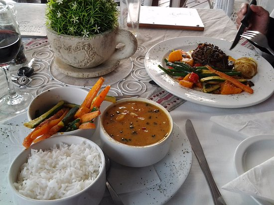 Melkbosstrand, Sydafrika: ...curry-prawns with roasted veg