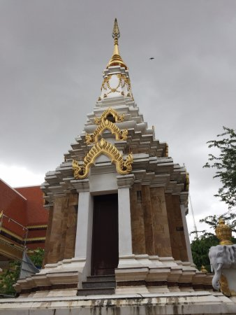 Temple of the Lotus Blossoms: Wat Botumvatey