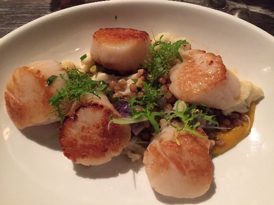 Southold, Estado de Nueva York: A generous serving of amazingly seared scallops that tasted like what a true scallop is supposed