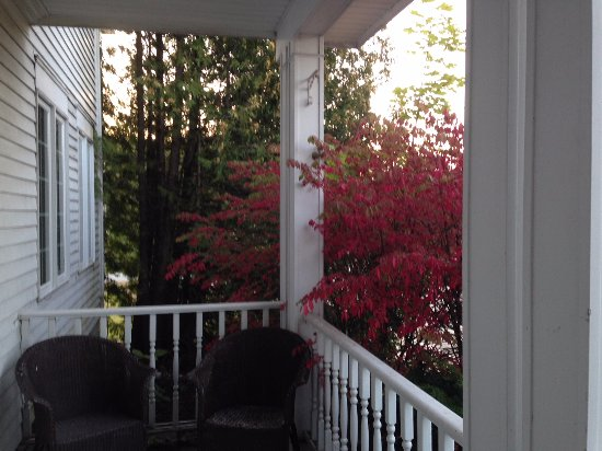 The Copperfield Inn Resort: Patio off of Fireplace Suite