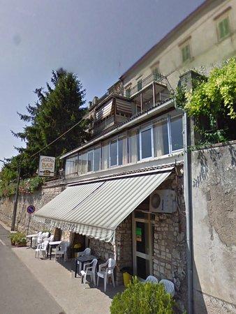 Montebuono, Italië: Bar il muretto