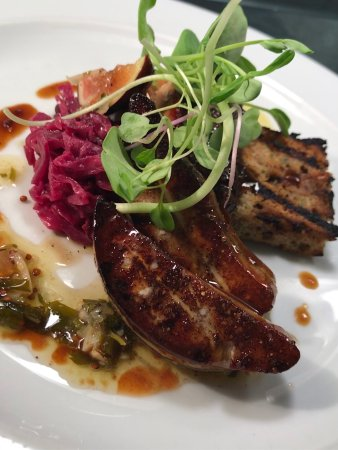 Salem, فيرجينيا: Blue Apron Restaurant and Red Rooster Bar