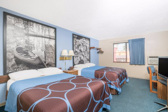Little Falls, MN: 2 Double Beds