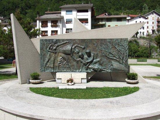 Monumento alle Portatrici Carniche a Timau