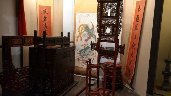 Fenghua, China: 展覽館內珍貴的展示品