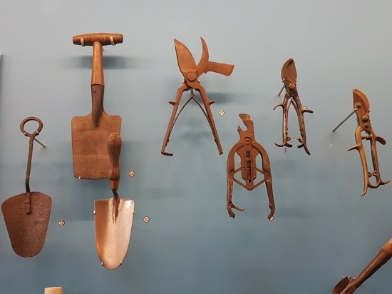 Garden tools picture of garden museum london tripadvisor for Gardening tools reviews
