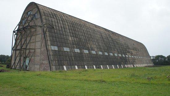 Hangar à dirigeables d'Ecausseville, avec 150 m de long, 40 m de large, 30 m de haut