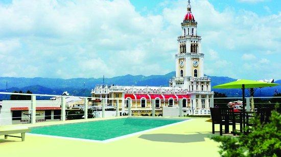 Moca, Den dominikanske republikk: Piscina entrada principal parqueos techados salida ascensor y lobby