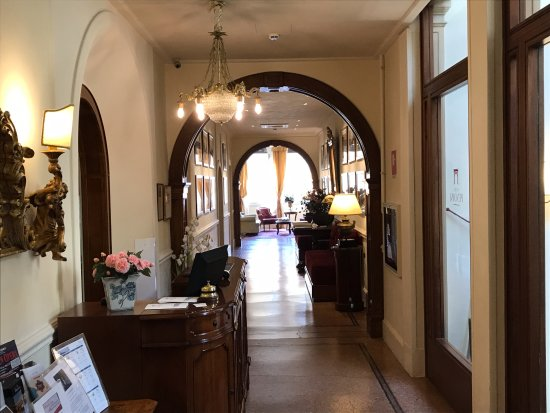 Hotel Pendini : Reception desk looking toward the sitting room