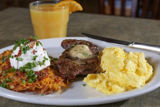 Needles, كاليفورنيا: Steak and Eggs with Loaded Hash Browns 