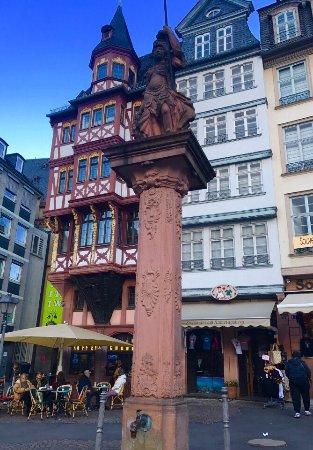 Liebfrauenbergbrunnen frankfurt liebfrauenbergbrunnen for Liebfrauenberg frankfurt