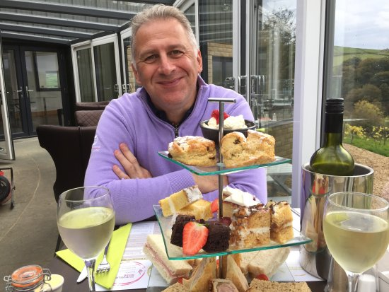 Holmfirth Vineyard: Afternoon tea