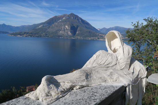 Perledo, Italia: Beautiful  castle in Lake Como
