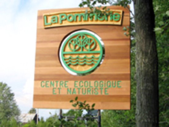 Ormstown, Kanada: The sign you will see from the road: La Pommerie, centre écologique et naturiste for families