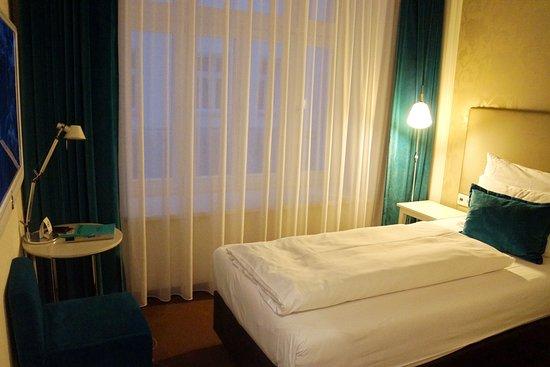 view of the karlsplatz and church bild von motel one. Black Bedroom Furniture Sets. Home Design Ideas