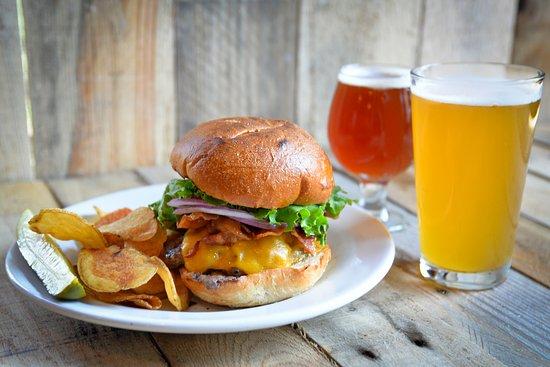 Frankenmuth Brewery: Burger & Brews!