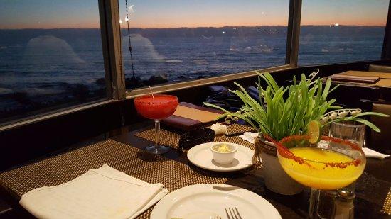 San Ysidro, CA: Rosarito Sunset Dinner Tour, Margaritas at Sunset