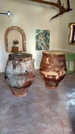 Vouves, Greece: Сосуды для хранения оливково масла 17 века