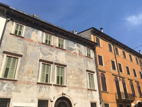 Truly Verona: Apartment building from outside