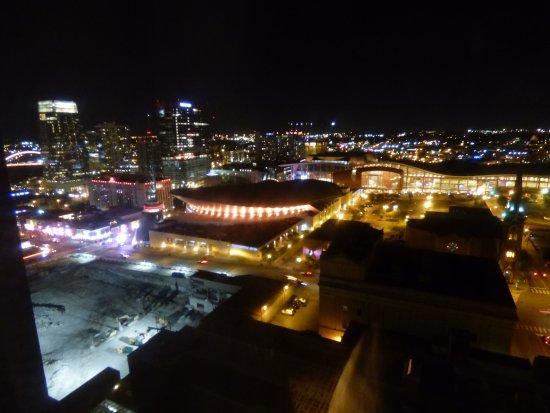 Renaissance Nashville Hotel: View at nightime