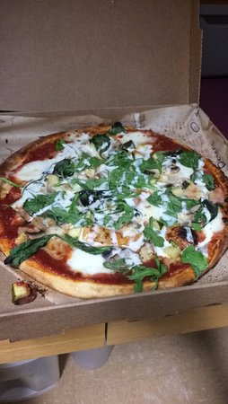 Storrs, CT: build your own with spinach, mushrooms, mozzarella, zucchini, and ranch
