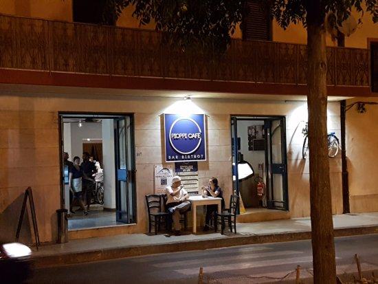 Pioppi, Italië: Il Cafè sulla strada