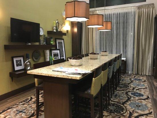 Хиллсборо, Орегон: Lobby