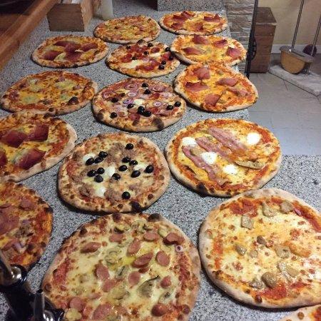 Mezzaluna - Picture of Ristorante Pizzeria Terrazza, Ortisei ...