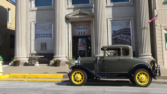 Hannibal, MO: Bluff City Theater is housed in a historic 1911 former bank building.