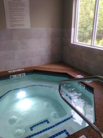 ทิลตัน, นิวแฮมป์เชียร์: Hot tub