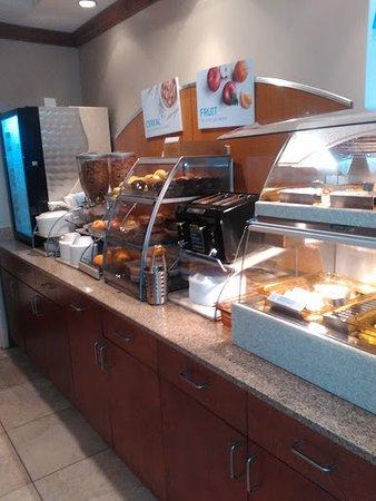 ทิลตัน, นิวแฮมป์เชียร์: Breakfast