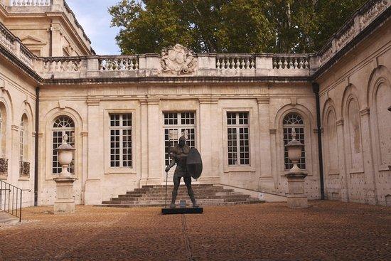 Musee Calvet: Entrance courtyard