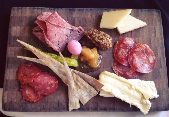 Grafton, แคนาดา: Charcuterie board at lunch