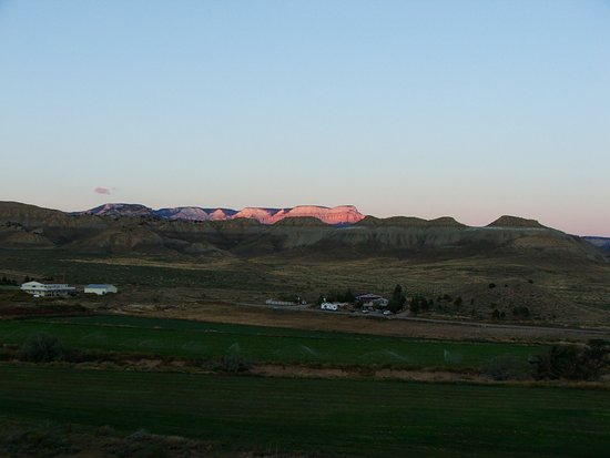 Buffalo Sage Bed & Breakfast: View as the sun sets