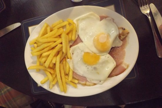 Chalfont St Peter, UK: Ham egg and chips