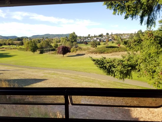 Sutherlin, OR: Taken thru the window of our RV.  The RV is parked at the edge of the Golf Course.