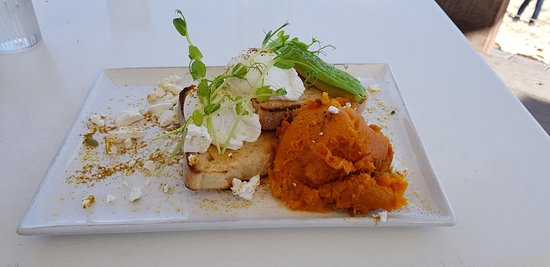 Gnarabup, Австралия: Smashed pumpkin with poached eggs and feta.