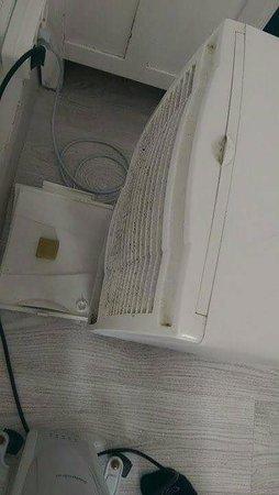 Azenhas do Mar, Portugal: Problem anscheinend bekannt - Luftentfeuchtungsgerät stand im Zimmer