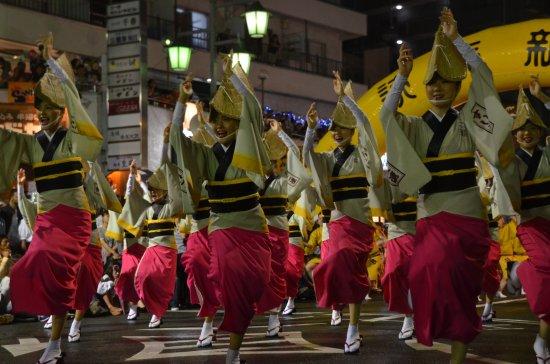Suginami, Japan: 踊り手も観客も一体となって盛り上がります