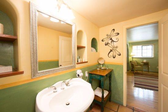 Ojai, CA: Suite #2 Bathroom