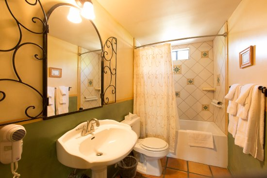 Ojai, CA: Suite #3 Bathroom