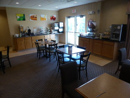 Lodi, WI: Very nice breakfast area - large, lots of tables, lots of choices for breakfast.